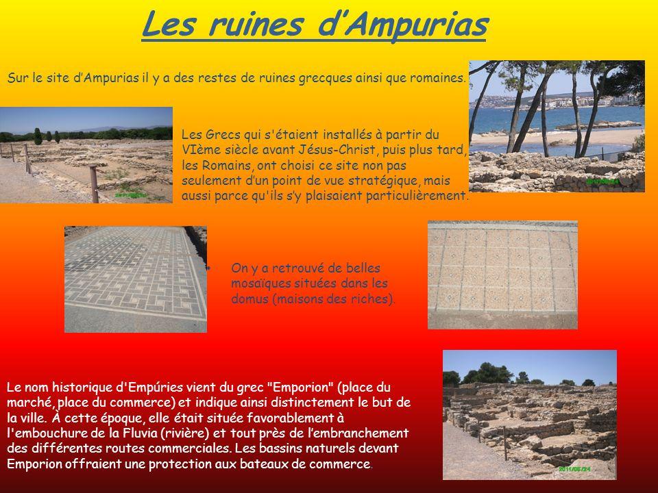 Les ruines d'Ampurias Sur le site d'Ampurias il y a des restes de ruines grecques ainsi que romaines.