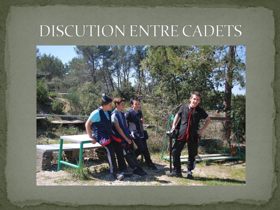 DISCUTION ENTRE CADETS