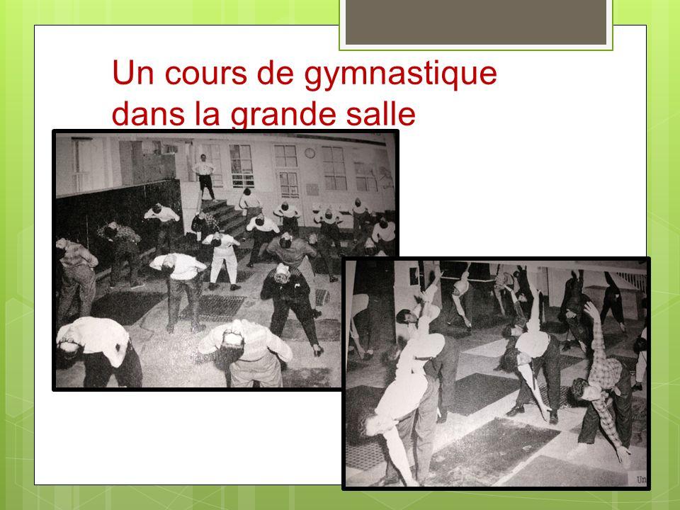 Un cours de gymnastique dans la grande salle