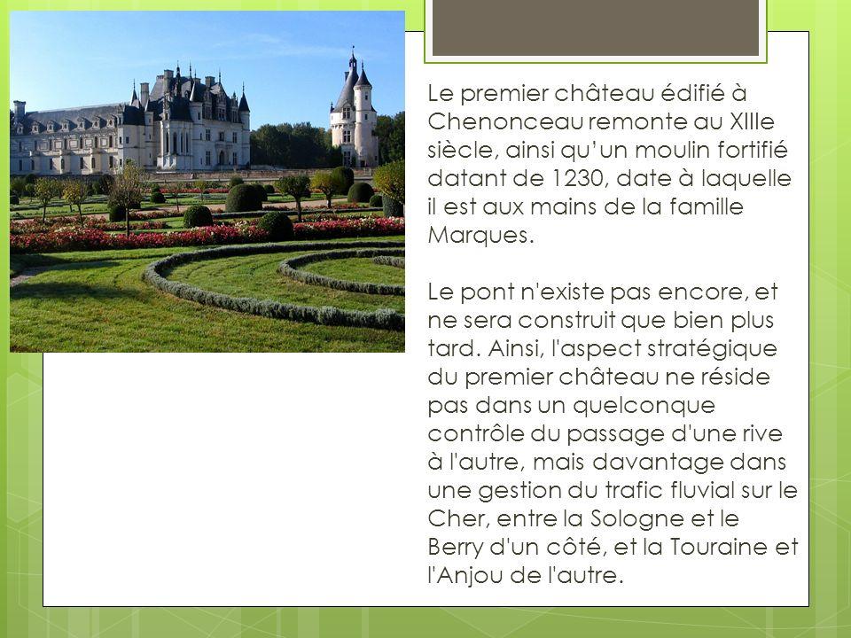 Le premier château édifié à Chenonceau remonte au XIIIe siècle, ainsi qu'un moulin fortifié datant de 1230, date à laquelle il est aux mains de la famille Marques.