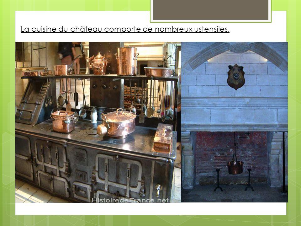 La cuisine du château comporte de nombreux ustensiles.