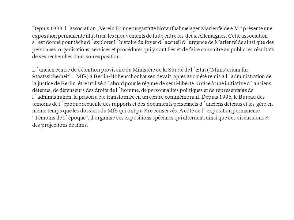 """Depuis 1993, l´association """"Verein Erinnerungsstätte Notaufnahmelager Marienfelde e.V. présente une exposition permanente illustrant les mouvements de fuite entre les deux Allemagnes. Cette association s´est donné pour tâche d´explorer l´histoire du foyer d´accueil d´urgence de Marienfelde ainsi que des personnes, organisations, services et procédures qui y sont liés et de faire connaître au public les résultats de ses recherches dans son exposition."""