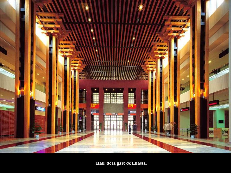 Hall de la gare de Lhassa.