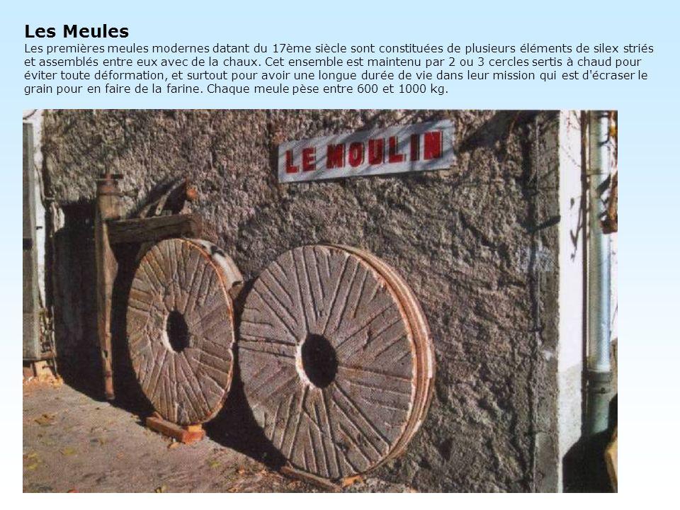 Les Meules Les premières meules modernes datant du 17ème siècle sont constituées de plusieurs éléments de silex striés et assemblés entre eux avec de la chaux.