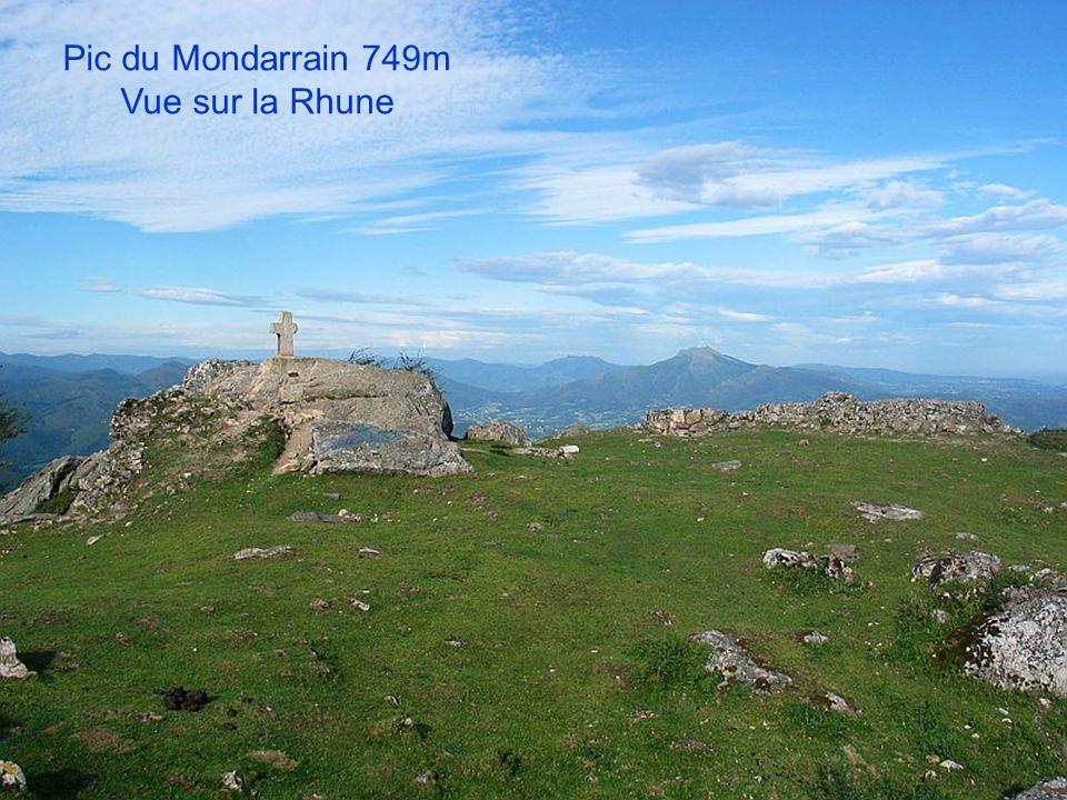 Pic du Mondarrain 749m Vue sur la Rhune