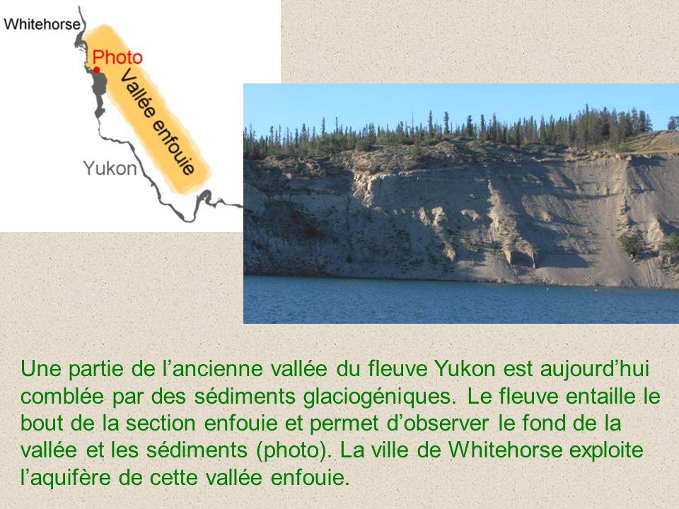 Une partie de l'ancienne vallée du fleuve Yukon est aujourd'hui comblée par des sédiments glaciogéniques.