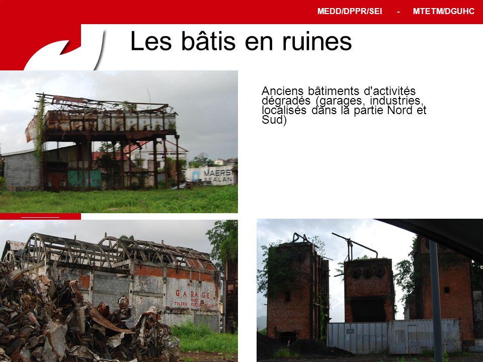 Les bâtis en ruines Anciens bâtiments d activités dégradés (garages, industries, localisés dans la partie Nord et Sud)