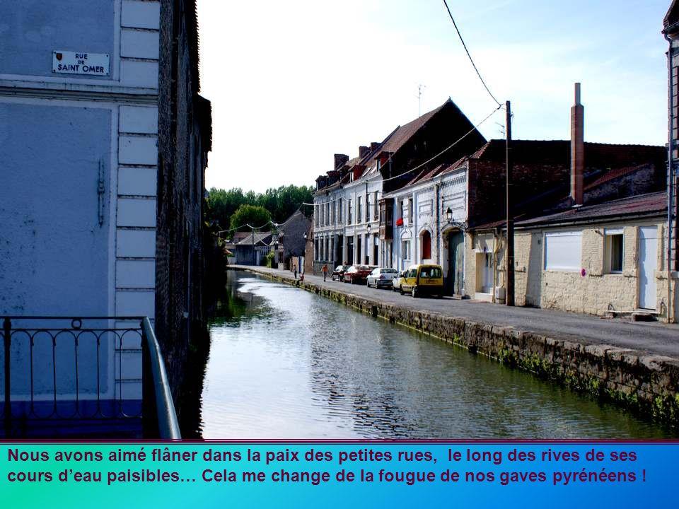 Nous avons aimé flâner dans la paix des petites rues, le long des rives de ses cours d'eau paisibles… Cela me change de la fougue de nos gaves pyrénéens !