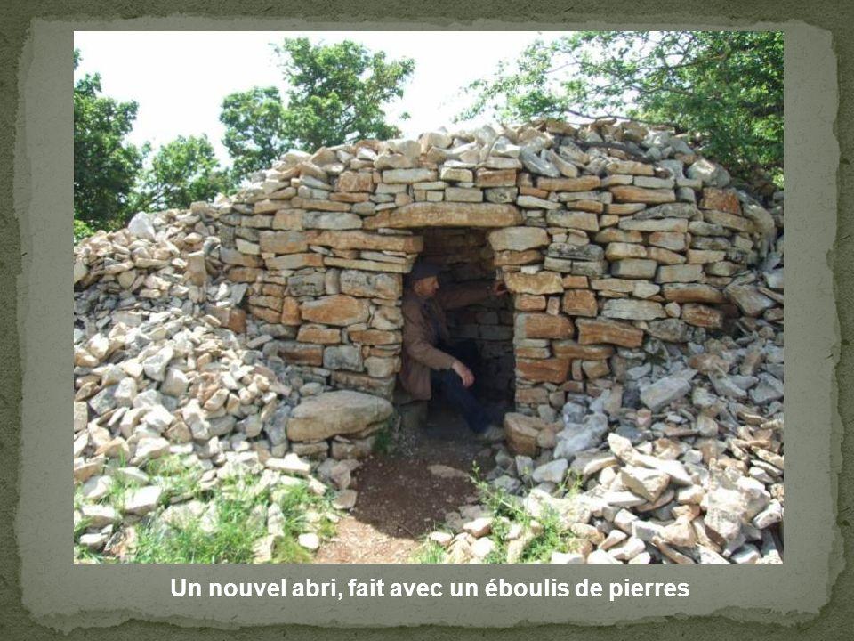 Un nouvel abri, fait avec un éboulis de pierres