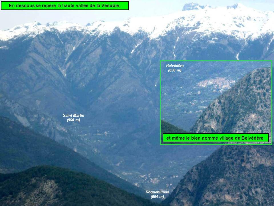 En dessous se repère la haute vallée de la Vésubie,