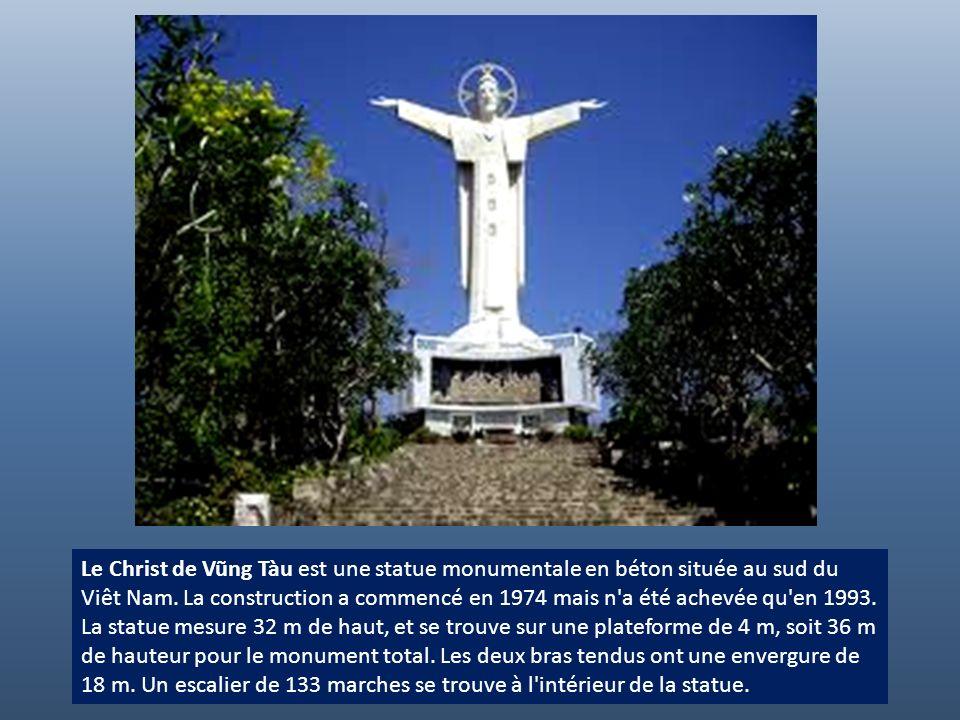 Le Christ de Vũng Tàu est une statue monumentale en béton située au sud du Viêt Nam. La construction a commencé en 1974 mais n a été achevée qu en 1993.