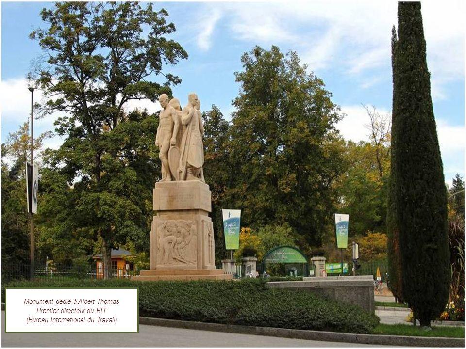 Monument dédié à Albert Thomas Premier directeur du BIT