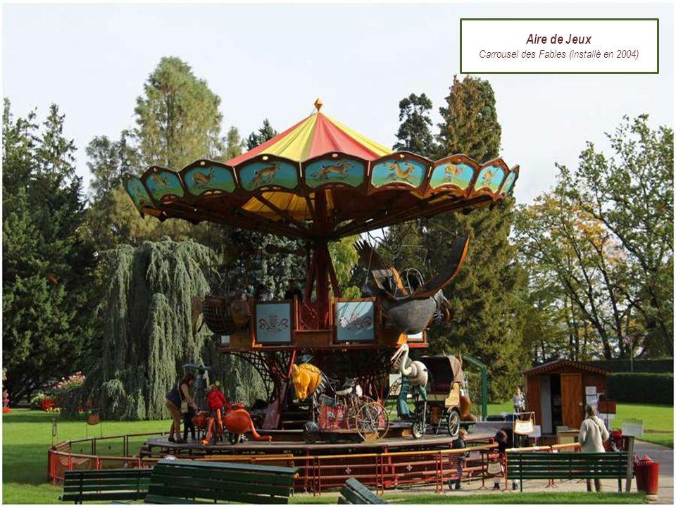 Carrousel des Fables (installé en 2004)