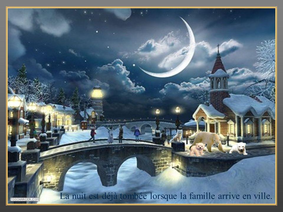 La nuit est déjà tombée lorsque la famille arrive en ville.