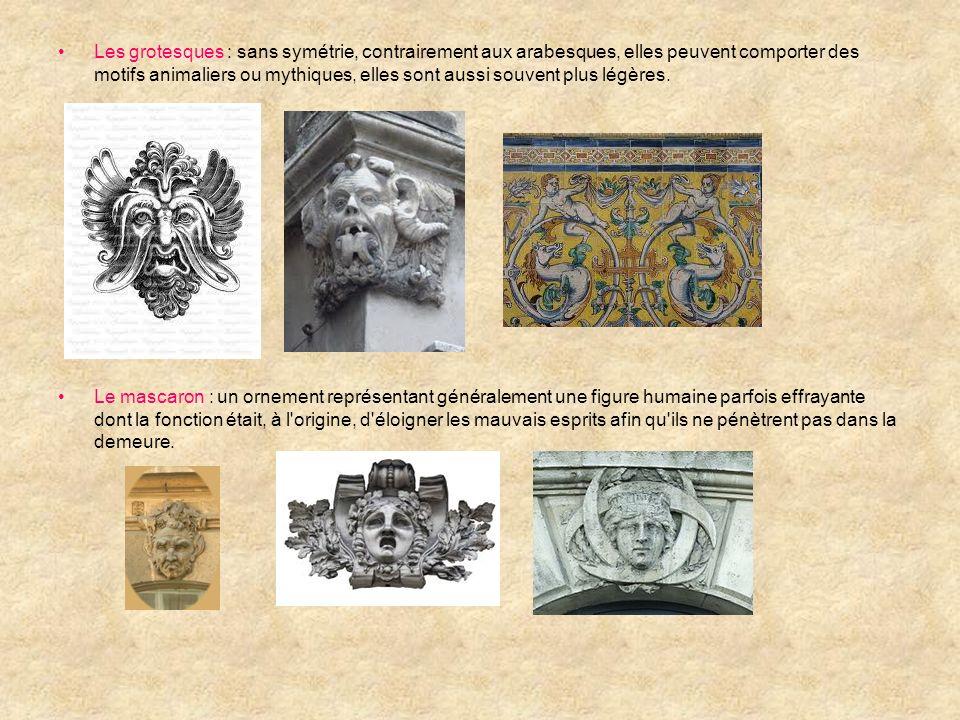 Les grotesques : sans symétrie, contrairement aux arabesques, elles peuvent comporter des motifs animaliers ou mythiques, elles sont aussi souvent plus légères.