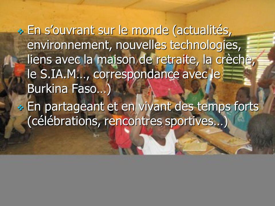 En s'ouvrant sur le monde (actualités, environnement, nouvelles technologies, liens avec la maison de retraite, la crèche, le S.IA.M…, correspondance avec le Burkina Faso…)
