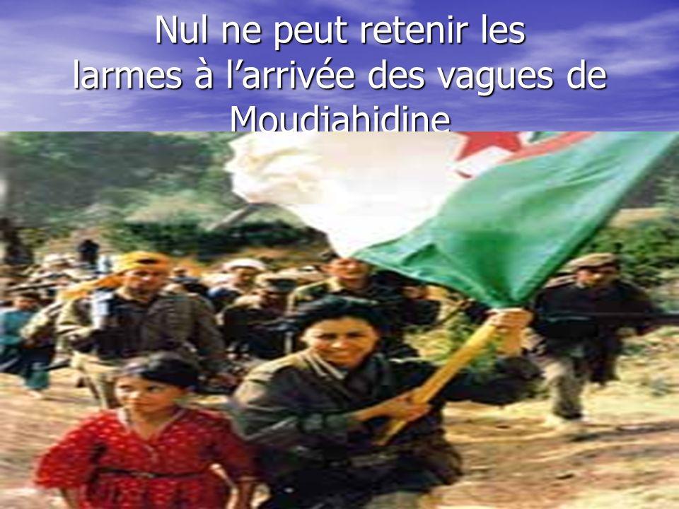 Nul ne peut retenir les larmes à l'arrivée des vagues de Moudjahidine