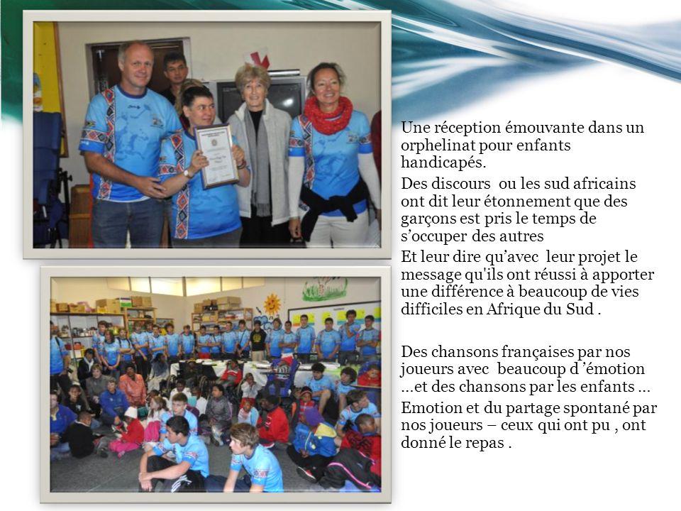 Une réception émouvante dans un orphelinat pour enfants handicapés.