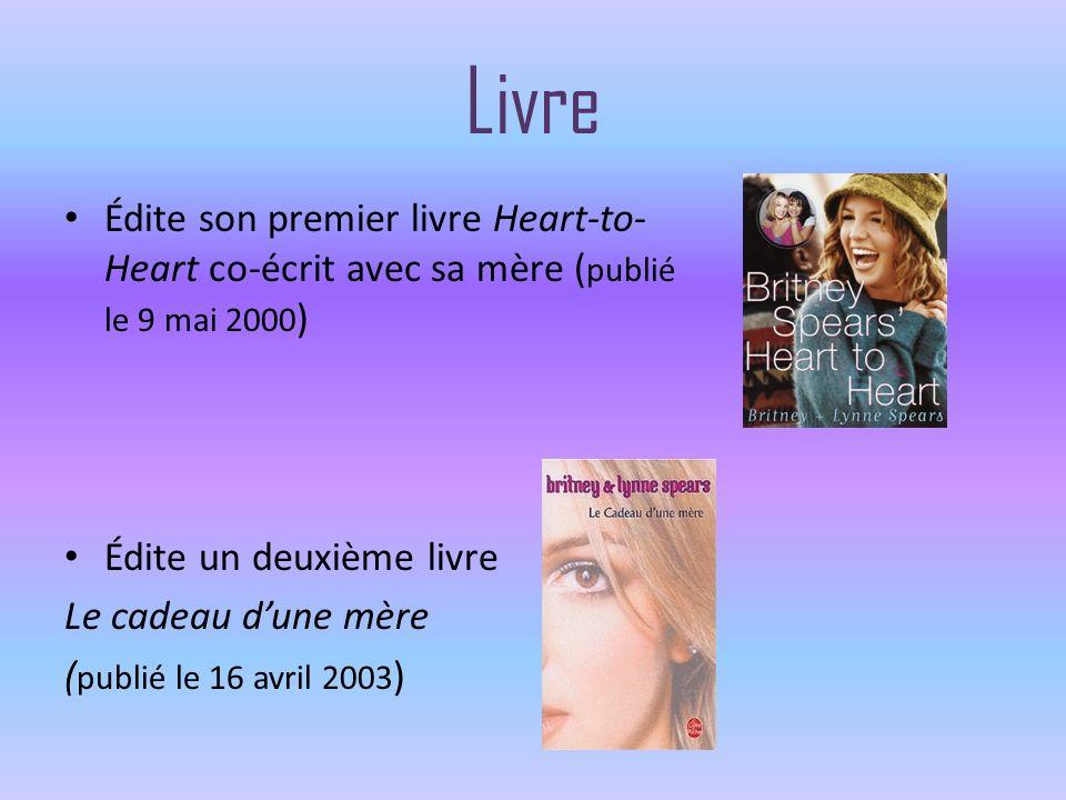 Livre Édite son premier livre Heart-to-Heart co-écrit avec sa mère (publié le 9 mai 2000) Édite un deuxième livre.