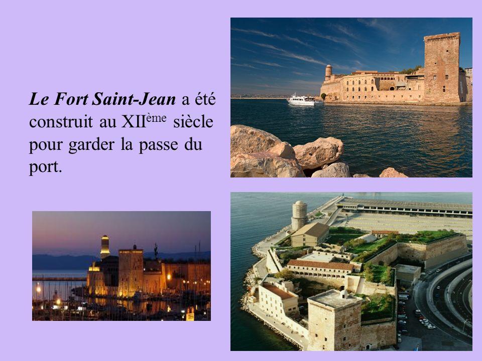 Le Fort Saint-Jean a été construit au XIIème siècle pour garder la passe du port.