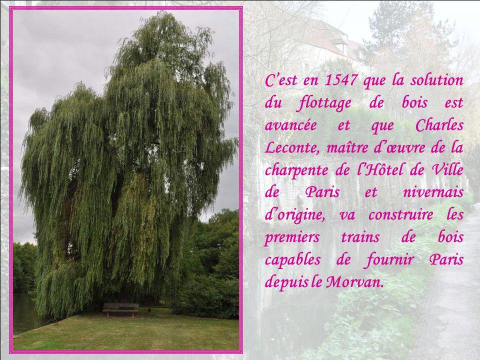C'est en 1547 que la solution du flottage de bois est avancée et que Charles Leconte, maître d'œuvre de la charpente de l'Hôtel de Ville de Paris et nivernais d'origine, va construire les premiers trains de bois capables de fournir Paris depuis le Morvan.