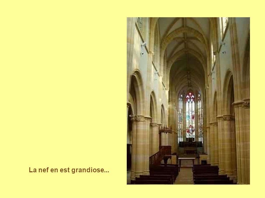 La nef en est grandiose...