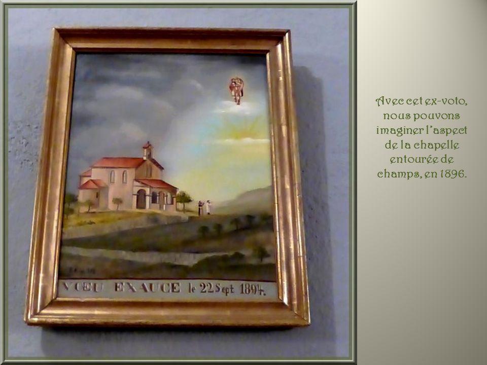 Avec cet ex-voto, nous pouvons imaginer l'aspect de la chapelle entourée de champs, en 1896.
