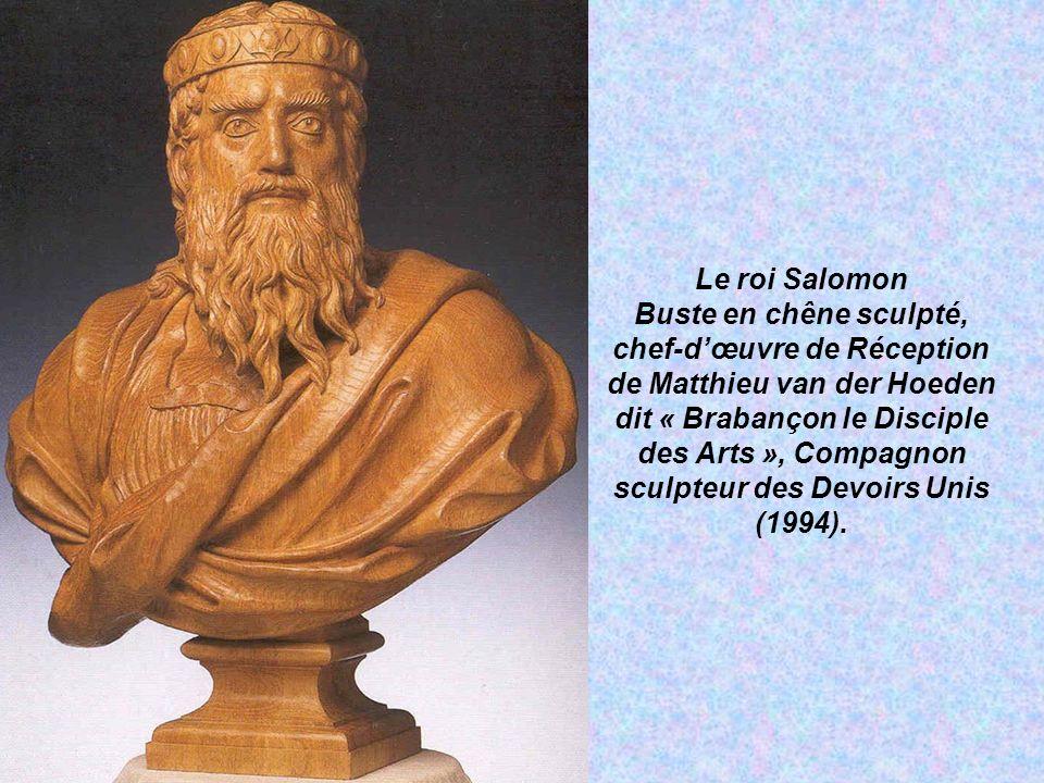 Le roi Salomon Buste en chêne sculpté, chef-d'œuvre de Réception de Matthieu van der Hoeden dit « Brabançon le Disciple des Arts », Compagnon sculpteur des Devoirs Unis (1994).