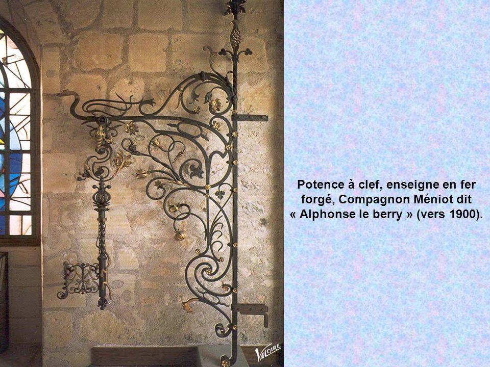 Potence à clef, enseigne en fer forgé, Compagnon Méniot dit « Alphonse le berry » (vers 1900).