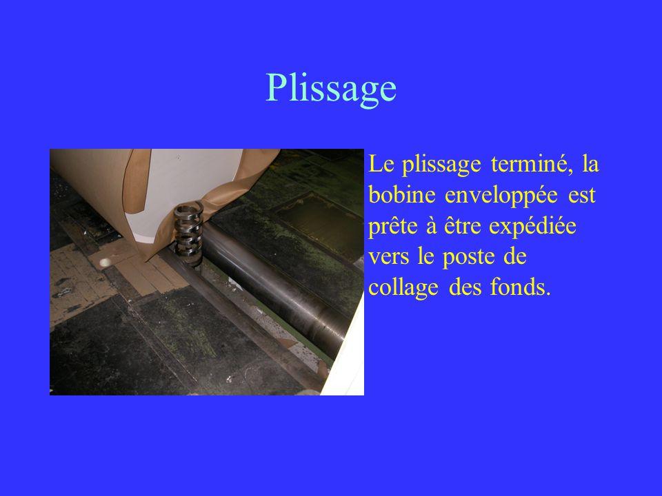 Plissage Le plissage terminé, la bobine enveloppée est prête à être expédiée vers le poste de collage des fonds.