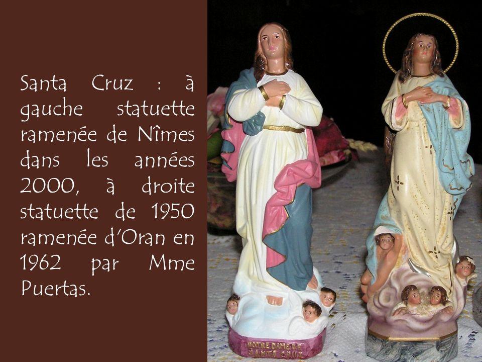 Santa Cruz : à gauche statuette ramenée de Nîmes dans les années 2000, à droite statuette de 1950 ramenée d Oran en 1962 par Mme Puertas.