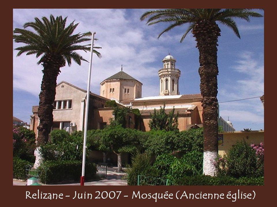 Relizane - Juin 2007 - Mosquée (Ancienne église)