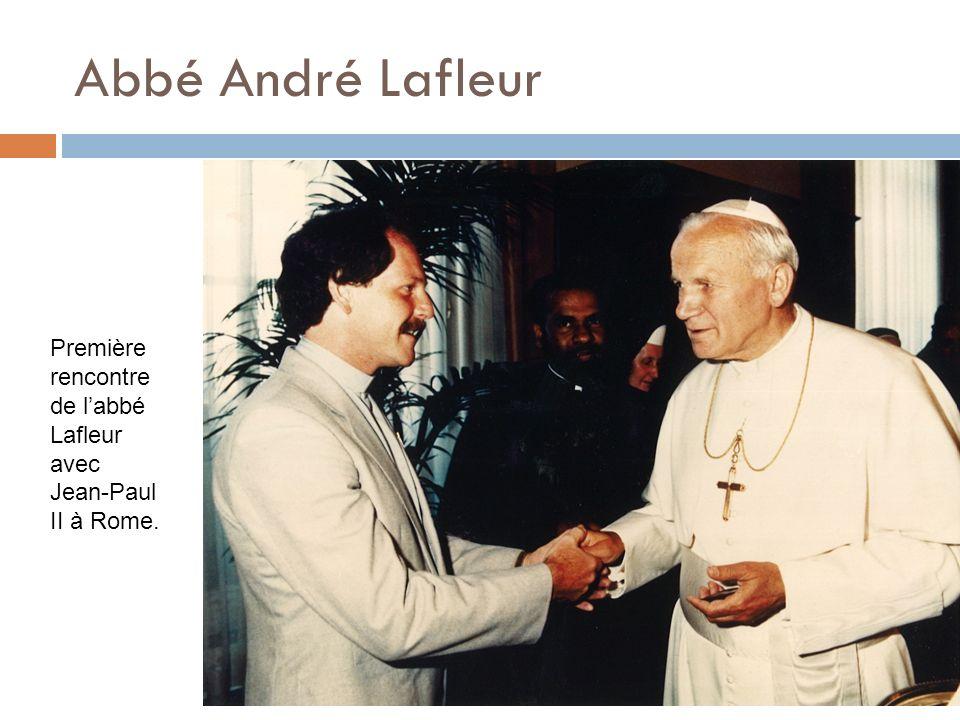 Abbé André Lafleur Première rencontre de l'abbé Lafleur avec Jean-Paul II à Rome.