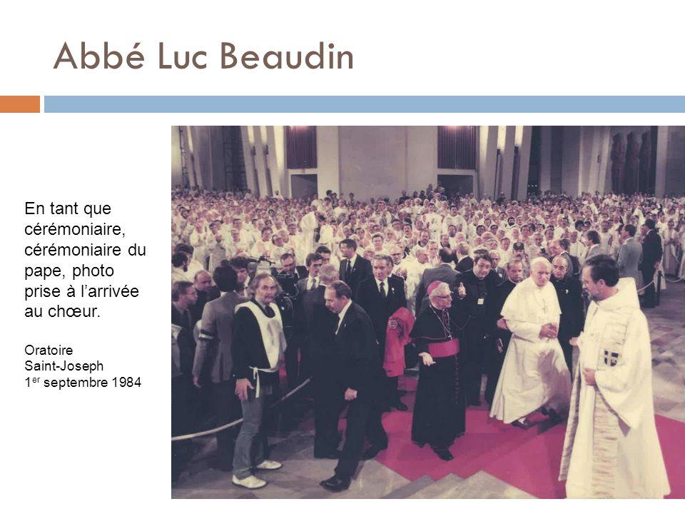 Abbé Luc Beaudin En tant que cérémoniaire, cérémoniaire du pape, photo prise à l'arrivée au chœur. Oratoire.