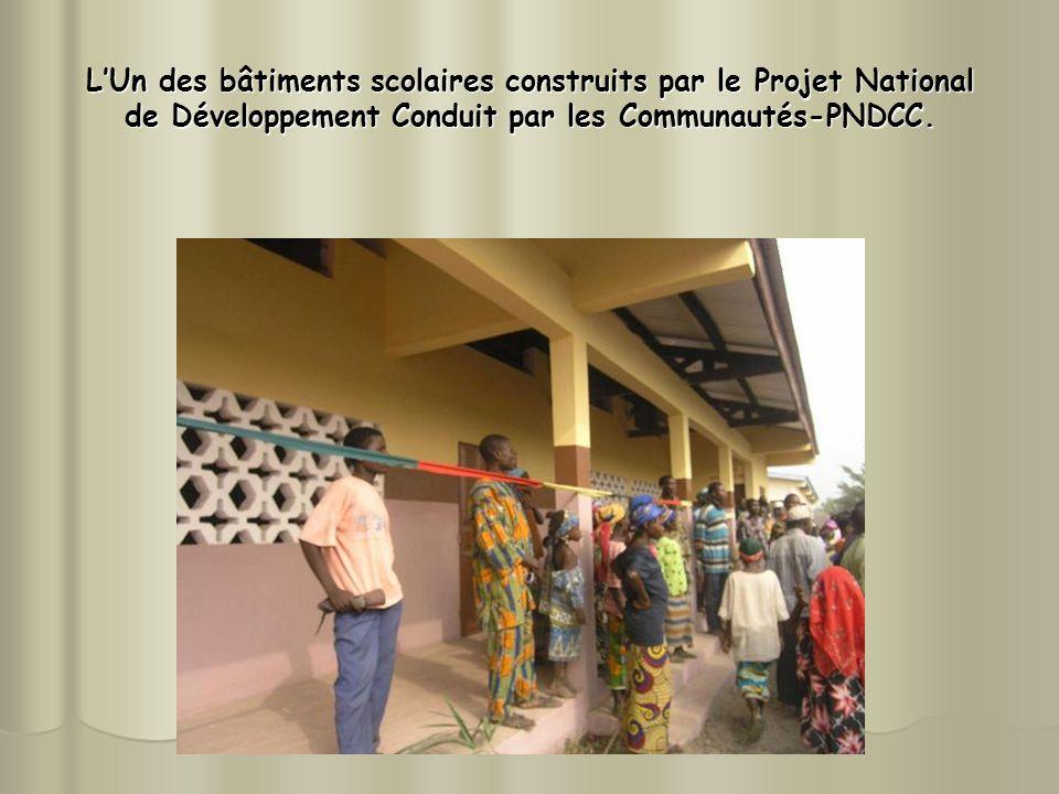 L'Un des bâtiments scolaires construits par le Projet National de Développement Conduit par les Communautés-PNDCC.