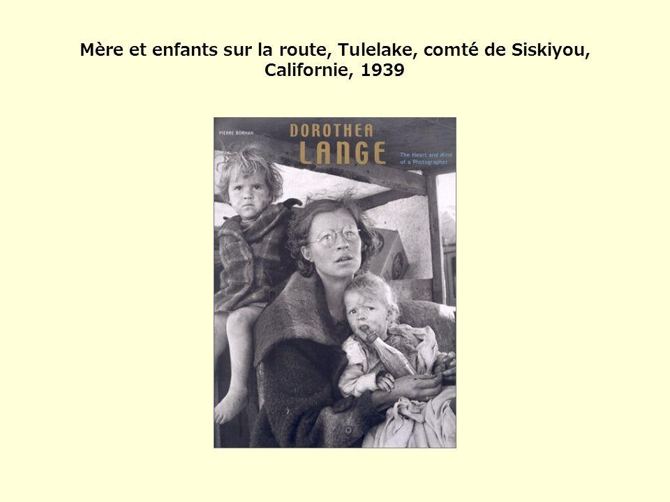 Mère et enfants sur la route, Tulelake, comté de Siskiyou, Californie, 1939