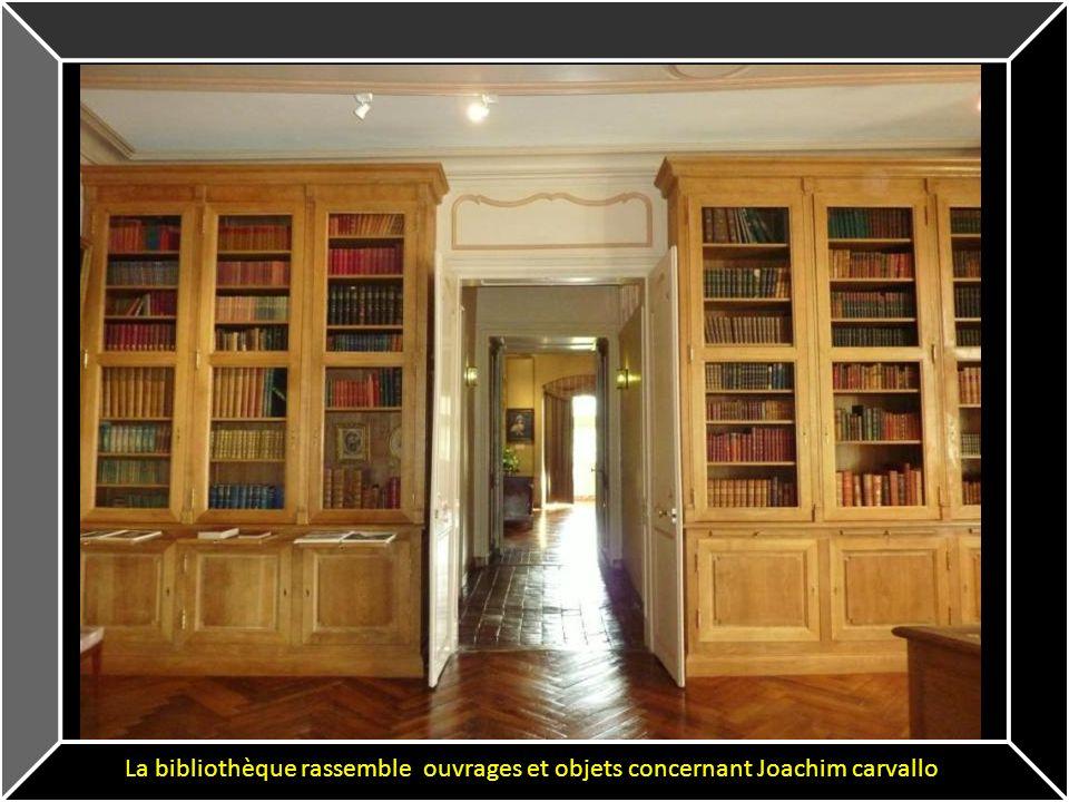 La bibliothèque rassemble ouvrages et objets concernant Joachim carvallo