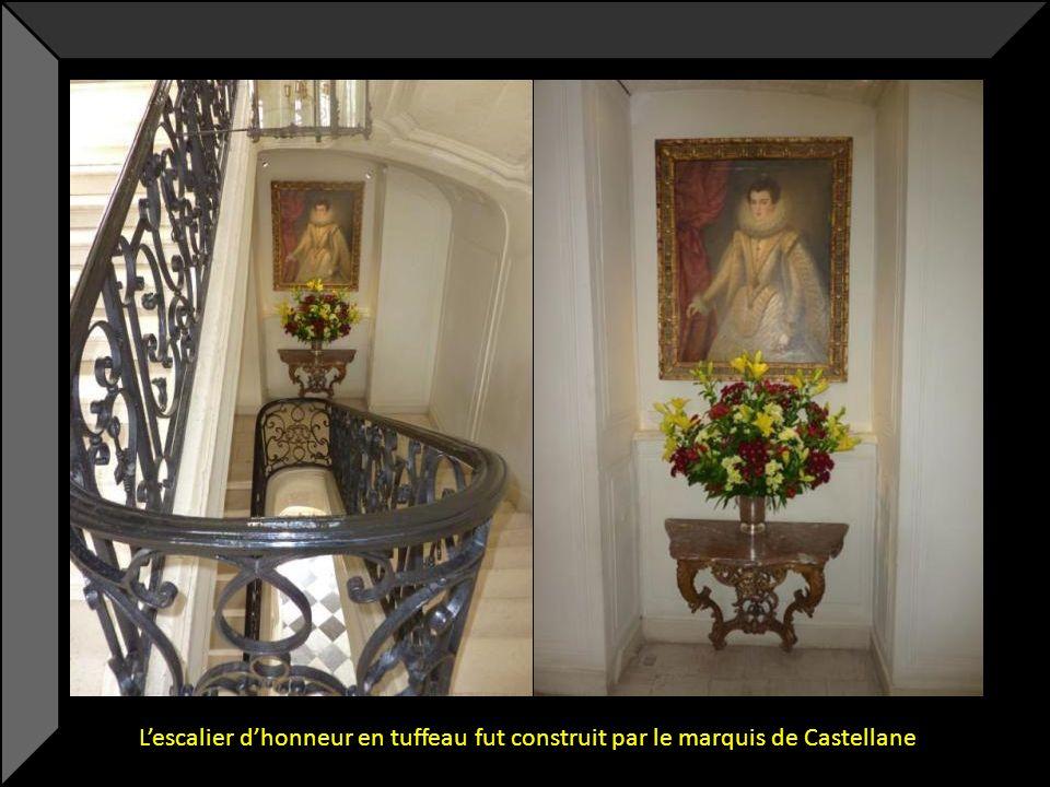 L'escalier d'honneur en tuffeau fut construit par le marquis de Castellane