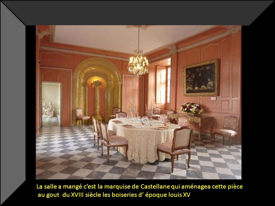 La salle a mangé c'est la marquise de Castellane qui aménagea cette pièce