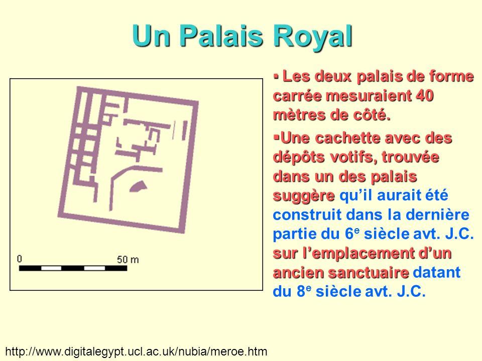 Un Palais Royal Les deux palais de forme carrée mesuraient 40 mètres de côté.
