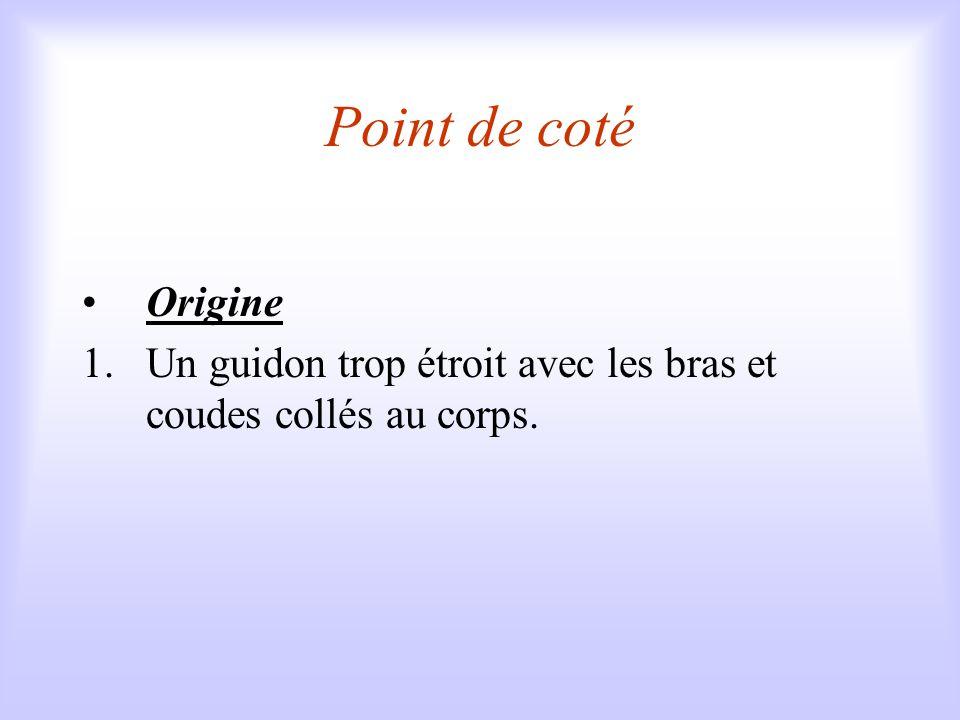 Point de coté Origine Un guidon trop étroit avec les bras et coudes collés au corps.