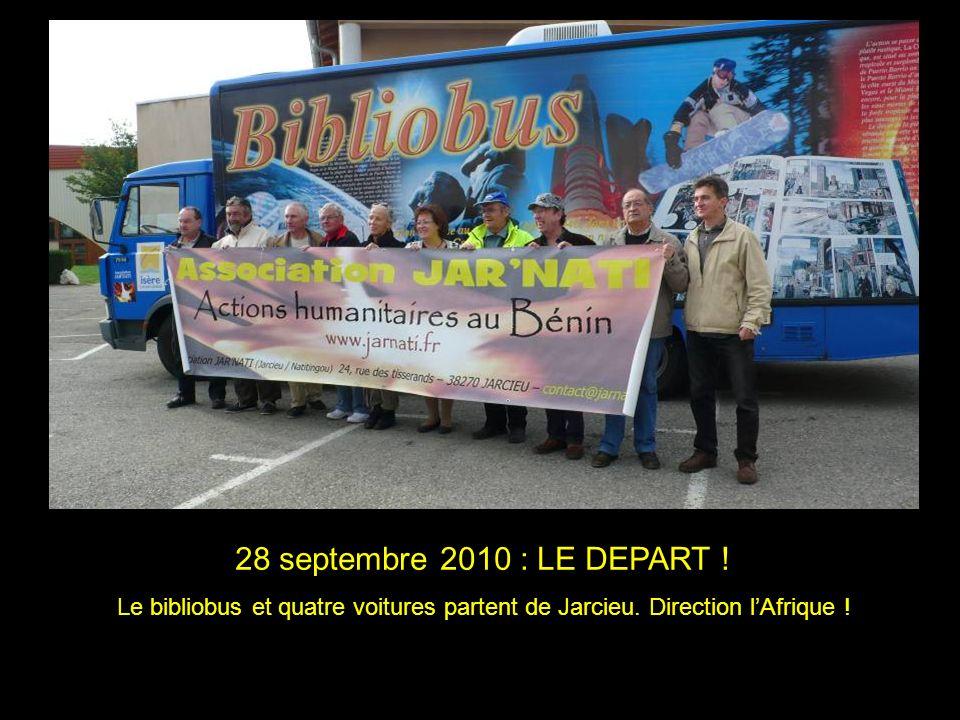 28 septembre 2010 : LE DEPART . Le bibliobus et quatre voitures partent de Jarcieu.