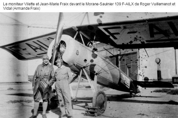 Le moniteur Vilette et Jean-Marie Fraix devant le Morane-Saulnier 139 F-AILX de Roger Vuillemenot et Vidal (Armande Fraix)