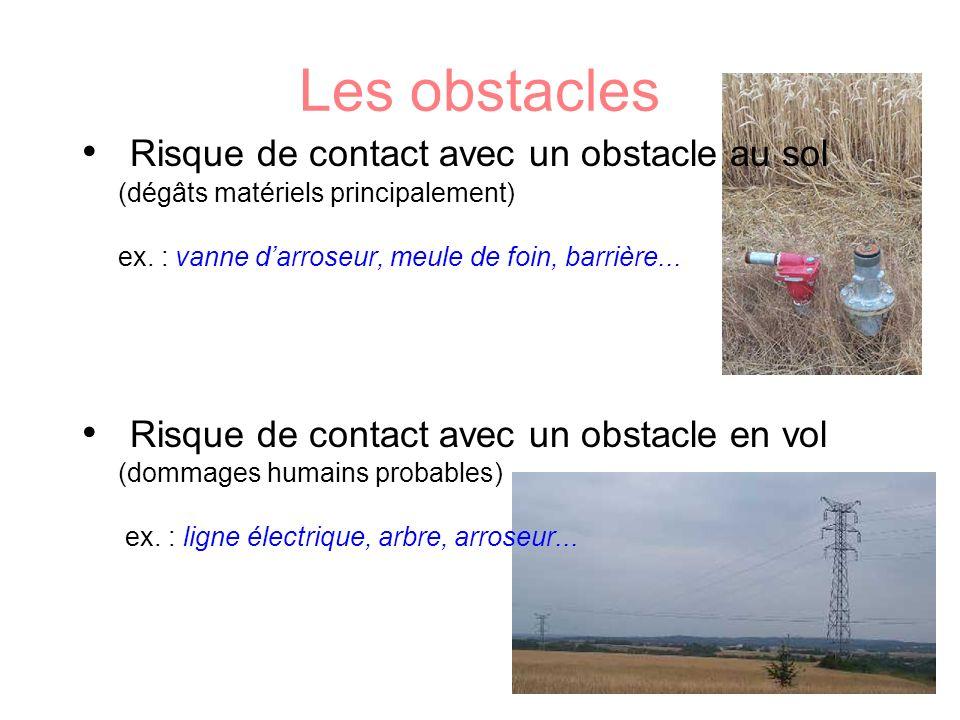 Les obstacles Risque de contact avec un obstacle au sol (dégâts matériels principalement) ex. : vanne d'arroseur, meule de foin, barrière...