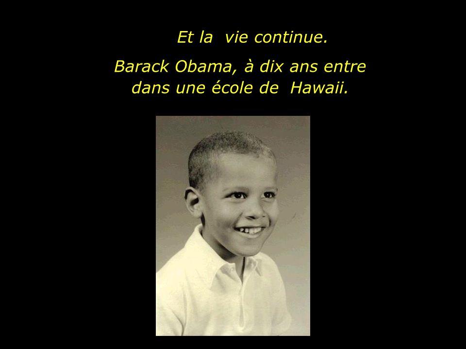 Barack Obama, à dix ans entre dans une école de Hawaii.