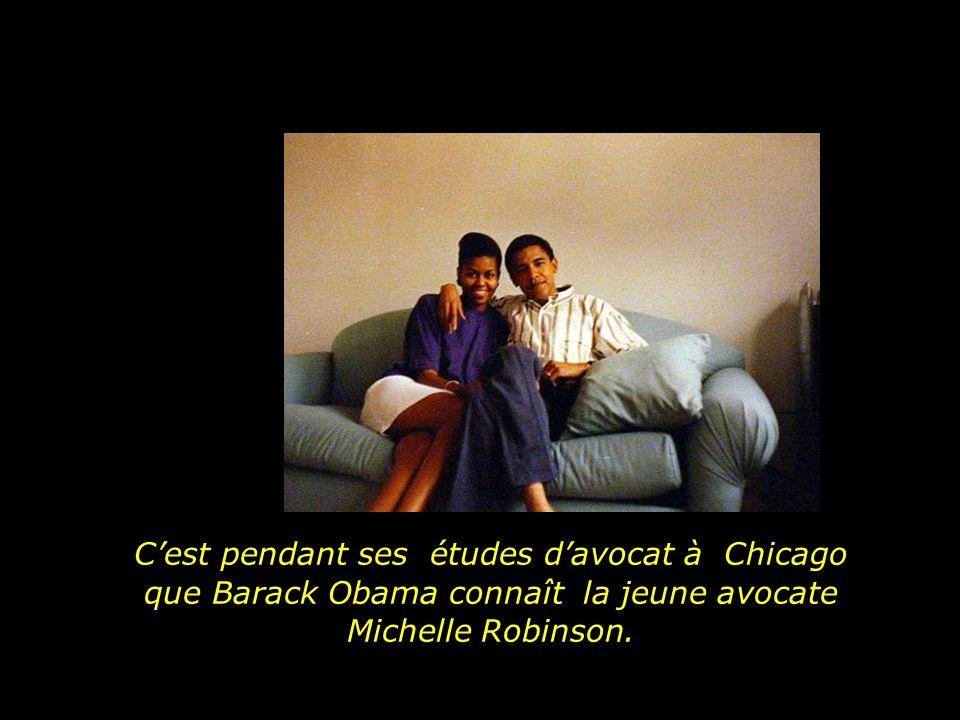 C'est pendant ses études d'avocat à Chicago que Barack Obama connaît la jeune avocate Michelle Robinson.
