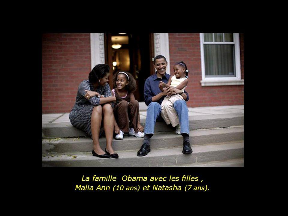 La famille Obama avec les filles , Malia Ann (10 ans) et Natasha (7 ans).