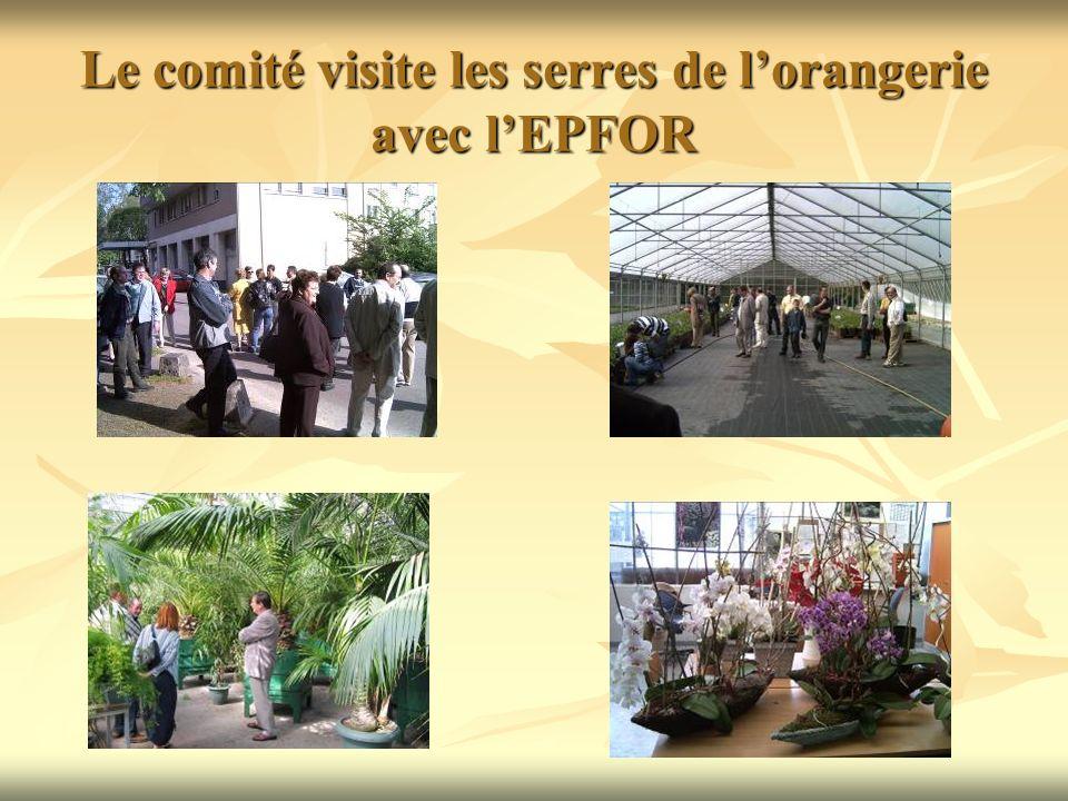 Le comité visite les serres de l'orangerie avec l'EPFOR