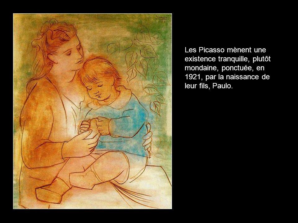 Les Picasso mènent une existence tranquille, plutôt mondaine, ponctuée, en 1921, par la naissance de leur fils, Paulo.