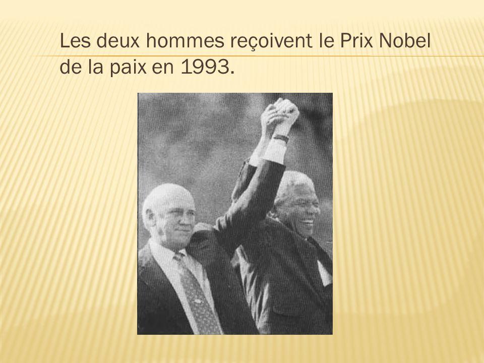 Les deux hommes reçoivent le Prix Nobel de la paix en 1993.